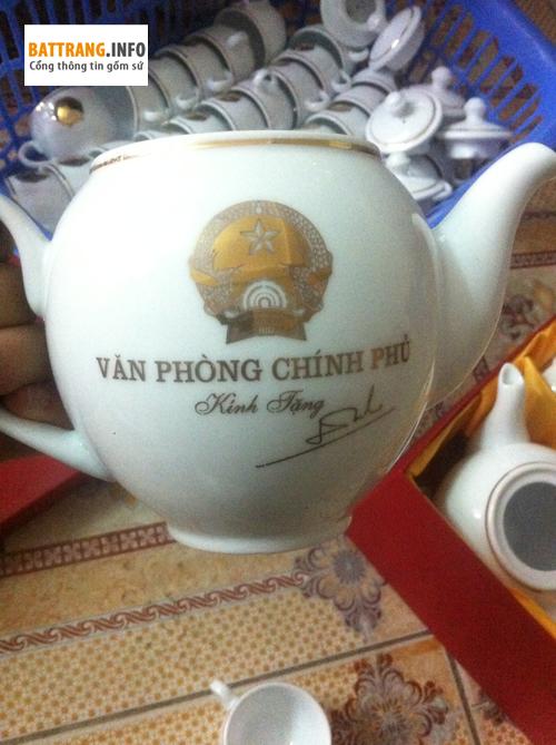 gom su bat trang tang cho vp chinh phu